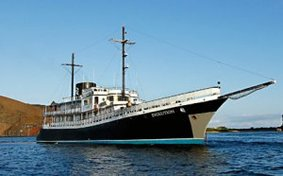 deluxe galapagos islands cruises