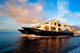 Luxury Galapagos cruise on the Oceanspray